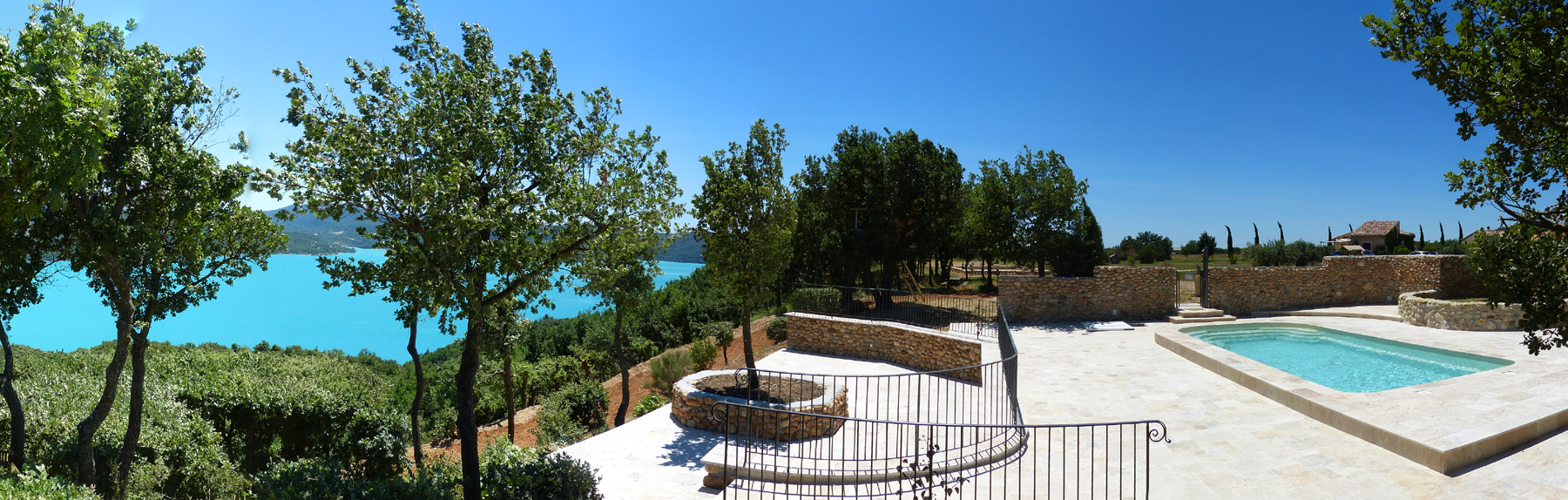Located Near The Outlet Of The Famous Gorges Du Verdon  Metres From The Lake Surrounded By Fields Of Lavender Olive Trees And Truffles Laetitia